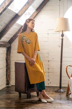 Cute Fashion, Asian Fashion, Daily Fashion, Vietnamese Clothing, Vietnamese Dress, Traditional Dresses Designs, Traditional Outfits, New Kurti, Stitching Dresses