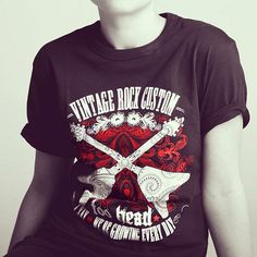 ROCK 2: T-shirt dedicated to the legendary guitar Flying V, using by the greatest rock musicians in history, such as Jimi Hendrix, Randy Rhoads and Dave Mustaine.
