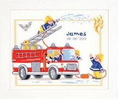 Borduurpakket brandweerauto. Op het werk is ruimte voor het plaatsen van de naam en de geboortedatum. Het uiteindelijke werk wordt ca. 29 x 24 cm.