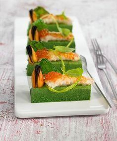 Flan of spinach and crayfish Flan, Gourmet Recipes, Healthy Recipes, Weird Food, Food Decoration, Mini Foods, Appetisers, Food Photography, Food Porn