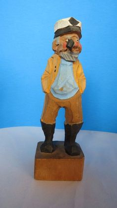 CARVED WOOD NAUTICAL CAPTAIN
