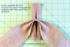 Easy DIY tutorial with pictures on how to make a bow for a wreath! Instructions include how to make a burlap bow with no sewing. Easy Fall Wreaths, Diy Spring Wreath, Christmas Wreaths To Make, Christmas Bows, How To Make Wreaths, Diy Wreath, How To Make Bows, Christmas Crafts, Christmas Wrapping