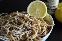All Kinds of Yumm: Lemon Garlic Spaghetti . Made this last night. Very fresh light flavor and really easy. Seth said he would've doctored it it he's a food snob haha Lemon Garlic Spaghetti, Lemon Pasta, Best Italian Recipes, Favorite Recipes, Pasta Recipes, Dinner Recipes, Yummy Recipes, Dinner Ideas, A Food