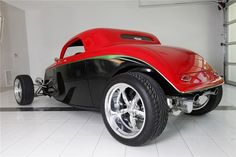 Visit The MACHINE Shop Café... ❤ Best of Hot Rod @ MACHINE ❤ (1933 Ford 3-window Speedstar)
