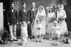 Vintage 1920s wedding dress, bridesmaids dresses, vintage flower girl dresses, and  ring-bearer outfit #greatgatsbywedding #1920sweddinginspiration #1920sweddingideas