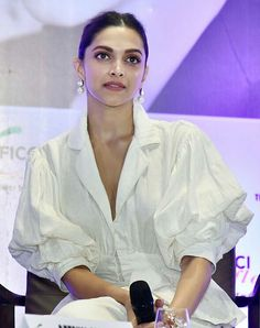 Deepika Padukone at the FICCI FLO Finding Beauty in Imperfection event in Delhi Deepika Ranveer, Deepika Padukone Style, Kareena Kapoor, Beautiful Bollywood Actress, Beautiful Actresses, Indian Film Actress, Indian Actresses, Influential People, Saree Dress