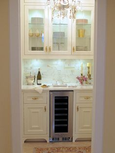 I recently converted a storage closet into my dream butler's pantry. Here are my 10 elements for a FRENCH STYLED BUTLER'S PANTRY | Designthusiasm.com #butlerspantry #renovation #frenchcountry