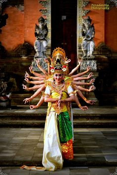Saraswati Dance October 4 is Seraswati day: This day is devoted to Dewi Saraswati, the beautiful Goddess of 'Science & Knowledge'. On this day, books of knowledge, manuscripts and the Wedas are blessed and special offerings are made for them.