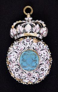 NOEUDS ET EMAUX 1650-1700 Les nœuds ont été un motif récurrent dans l'histoire du bijou depuis la fin du Moyen Âge ( leurs courbes si élégantes apportaient l'équilibre subtil avec d&rsq…