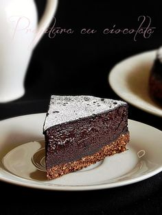 Mod de preparare Prajitura cu ciocolata: Blat: Biscuitii rupti bucati se macina la robot pana se obtine un pesmet fin. Se adauga zaharul, cacaoa si untul topit. Se mixeaza din nou pana se omogenizeaza si se obtine o compozitie firimicioasa. Se rastoarna intr-o tava cu inel detasabil (18 cm diametru), … No Cook Desserts, Sweets Recipes, Cake Recipes, Romanian Desserts, Romanian Food, Romanian Recipes, Chocolate Deserts, Good Food, Yummy Food