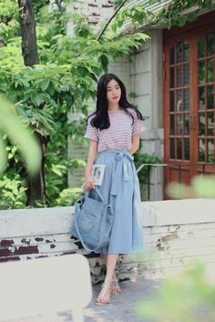 Nice 43 Trendy but Feminine Spring Women Outfits Ideas . Long Skirt Outfits, Girly Outfits, Classy Outfits, Stylish Outfits, Nice Outfits, Work Outfits, Summer Outfits, Cute Fashion, Modest Fashion