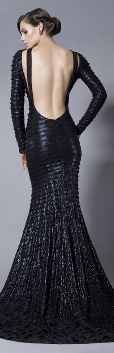 Evening gown, couture, evening dresses, formal and elegant Bien Savvy --this would look cool with the light hitting it! Style Couture, Couture Fashion, Beautiful Gowns, Beautiful Outfits, Gorgeous Dress, Beauty And Fashion, Womens Fashion, Vestido Dress, Style Noir
