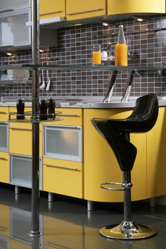 Yellow kitchen will be so much attractive for any home design whether big or small. It gives your room a bright color and more spacious. So, here are some yellow kitchen ideas for designing your kitchen room. Kitchen Design Gallery, Design Your Kitchen, Yellow Kitchen Designs, Yellow Kitchens, Kitchen Yellow, Tiny Kitchens, Copper Kitchen Decor, Quirky Kitchen, Kitchen Modern