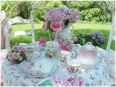A wonderful table setting, full of everything that makes me smile. Do you care for a cup of tea? :)