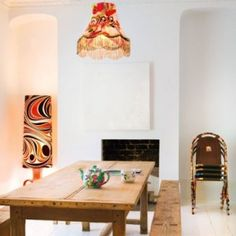 dining room w groovy accents White Wooden Floor, Interior Styling, Interior Design, Metal Chairs, Cozy House, White Walls, Decoration, Small Spaces, Dining Table