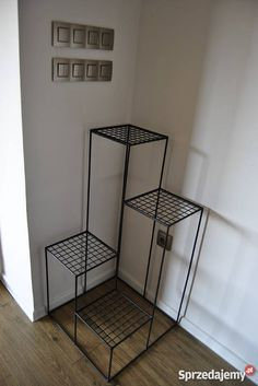 Iron Furniture, Steel Furniture, Home Decor Furniture, House Plants Decor, Plant Decor, Living Room Tv Unit Designs, Diy Wooden Projects, Wrought Iron Decor, Indoor Plant Pots