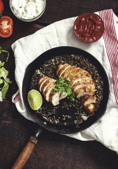 MEXICAN CHICKEN WITH LENTILS. Renovations are officially done and I was so happy just now, watching the men who have been working on our place for three months packing up their things for good. Healthy Recipes, Mexican Food Recipes, Dinner Recipes, Cooking Recipes, Healthy Food, No Salt Recipes, Chicken Recipes, Confort Food, Lean Meals