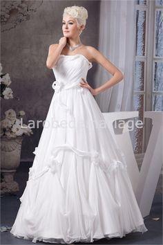 Robe de mariée décorée de fleurs plein longueur en mousseline de soie sans bretelles € 191.99