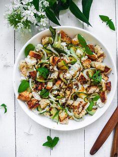 Feta, fennel and zucchini salad // Feta-fenkoli-kesäkurpitsa-leipäsalaatti - Maailman paras salaatti – Viimeistä Murua Myöten