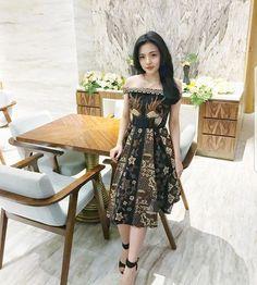 Off shoulder dress Model Dress Batik, Batik Dress, Simple Dress Pattern, Dress Patterns, Simple Dresses, Cute Dresses, Party Dresses, Dress Batik Kombinasi, Batik Fashion