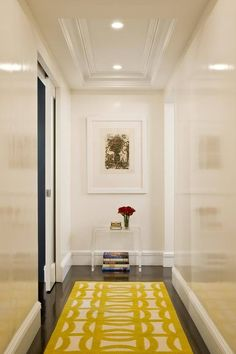 I love the look of lacquered walls. Miles Redd is especially fond of the lacquered look. Lacquering can be very expensive. High gloss paint can sometimes be just as effective. Lacquered walls m… Design Entrée, Design Case, House Design, Hall Design, Design Trends, Design Ideas, Hallway Decorating, Interior Decorating, Decorating Ideas