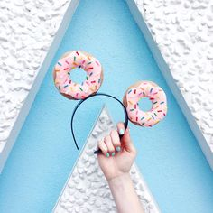 100 Mickey Mouse Ears - A girl and a glue gun, Diy Disney Ears, Disney Mickey Ears, Disney Diy, Disney Crafts, Donut Costume, Mouse Costume, Diy Donuts, Donut Decorations, Donut Party
