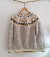 Ravelry: Project Gallery for Riddari pullover pattern by Védís Jónsdóttir Fair Isle Knitting Patterns, Knitting Designs, Knit Patterns, Knitting Projects, Harry Potter Knit, Crochet Granny Square Afghan, Granny Squares, Icelandic Sweaters, Knit Crochet