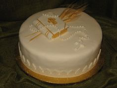 gorgeous Bible cakes   ... Bible, Rosary and natural wheat. A delicious Vanilla cake filled with