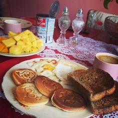 Animal pancake breakfast with The Rock animal pancake fry pan. Breakfast Cooking, Pancake Breakfast, Pancake Pan, Quality Kitchens, Pet Rocks, Cooking Food, Cookware, Fries, French Toast