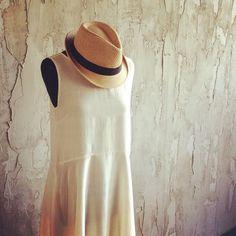 Noi pensiamo già all'estate.Delicate trasparenze dettagli sartoriali mixati a spunti metropolitani. Scopri tutta la collezione estiva nel nostro sito. www.lafabrique.it #lafabrique #lafabriquestyle #style #outfit #details #cool #moodoftheday #summer #ss2016 #fashion #moda #madeinitaly #hat #mondaymood #monday #fashion #italianstyle #instafashion #instalike by la.fabrique