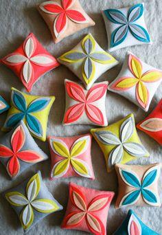 Felt DIY flower sachets -  - More DIY flower projects http://thegardeningcook.com/diy-flower-projects/