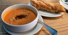 30 soep recepten geeft u een lijstje van de lekkere soepen uit Ons Kookboek. En we beantwoorden ook je vraag waarom verse soep makkelijk en gezond is?