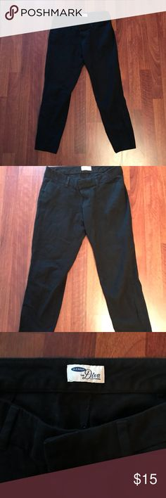 OLD NAVY pixie pants! Black Old Navy pixie pants! Worn only once or twice! So comfortable and great to wear to work! These are the only pants I wear - these just don't fit me. Old Navy Pants Ankle & Cropped