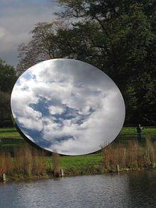 Anish Kapoor. Le Sky Mirror au Kensington Gardens à Londres
