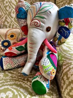 Elephant from Heartworks Cape Town.  Interesting the way the trunk is attached separately, gives it more dimension.  Love the tusks, too!  Beautifully made.