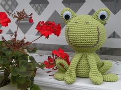 """Frog - Free Amigurumi Pattern - PDF File Click """"download"""" or """"free Ravelry download"""" here: http://www.ravelry.com/patterns/library/amigaerumi"""