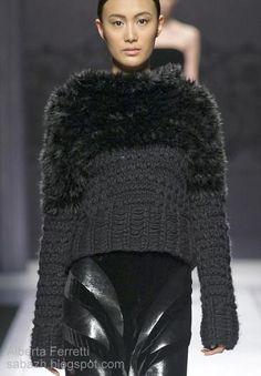 Alberta Ferretti - Everything About Knitting Knitwear Fashion, Knit Fashion, 80s Fashion, Womens Fashion, Fashion Vintage, Knitting Designs, Knitting Patterns, Knitting Wool, Alberta Ferretti