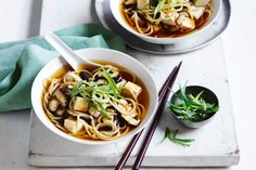 Source by racheli_zusiman It's the season for warming bowls of soup. Change it up a little with this miso noodle soup. Low Calorie Lunches, Low Calorie Recipes, Diet Recipes, Healthy Recipes, Soup Recipes, Healthy Foods, Healthy Eating, Vegetarian Nachos, Vegetarian Dinners