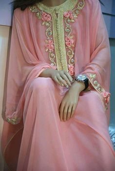 Gandoura made in morrocco Arab Fashion, Muslim Fashion, Indian Fashion, Oriental Dress, Oriental Fashion, African Fashion Dresses, African Dress, Moda Hippie, Moroccan Caftan