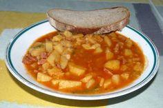 klasický bramborový guláš | recept Czech Recipes, Ethnic Recipes, Goulash, Thai Red Curry, Cantaloupe, Fruit, Ds