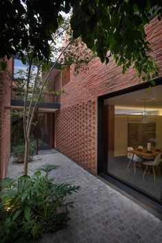 PORTFOLIO · EMPArquitectos Red brick / expressed brick detail / black reveal