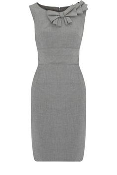 Figure flattering cute gray dress for women's business casual work attire Looks Style, Style Me, City Style, Jw Mode, Retro Mode, Business Attire, Business Casual, Dress For Success, Work Attire