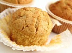 Édes kukoricás muffin recept: Ez az édesség krém, minden egyéb nélkül megállja a helyét úgy ahogyan van! Nagyon finom! Bulikra, vagy akár csak otthon eszegetni is kiváló! Hungarian Cake, Muffins, Cupcakes, Food And Drink, Ice Cream, Sweets, Breakfast, Ethnic Recipes, Desserts