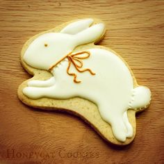 Simple hare/rabbit cookie video tutorial on my YouTube channel now. Find me under Honeycat Cookies.