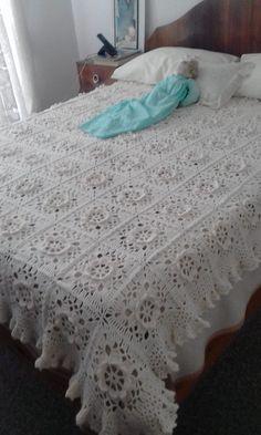 Hello Kitty Crochet, Crochet Bedspread Pattern, Diy Crafts Hacks, Love Crochet, Bed Spreads, Comforters, Blanket, Furniture, Home Decor