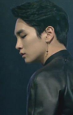 Key (SHINee).  (.gif set).I really like this one for some reason!!! hmmmmmm:)