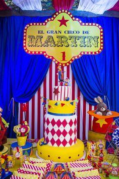Maria Pompom 's Birthday / Clown Party, Circus Carnival Party, Circus Theme Party, Carnival Birthday Parties, Birthday Party Themes, Dumbo Birthday Party, Cute Birthday Ideas, Circus Birthday, Fiesta Party