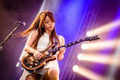 Japanese Girl Band, Japanese Female, Mary Travers, Z Music, Guitar Girl, Female Guitarist, Rock Chick, Guitar Songs, Girl Bands
