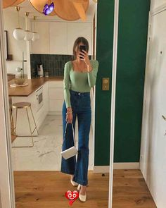 Here's How French Girls Are Wearing the Anti–Skinny Jean Trend  <br> Want to try a fresh denim silhouette in 2020? Flares are trending and chic French girls are showing us how to wear them right now. Hipster Fashion Style, Big Fashion, Fashion 2020, Look Fashion, Fashion Outfits, Jeans Fashion, 2020 Fashion Trends, Fashion Beauty, French Fashion