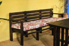 Wood Pallet Dining Table and A Sofa   101 Pallet Ideas